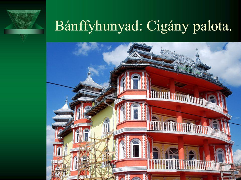 Bánffyhunyad: Cigány palota.