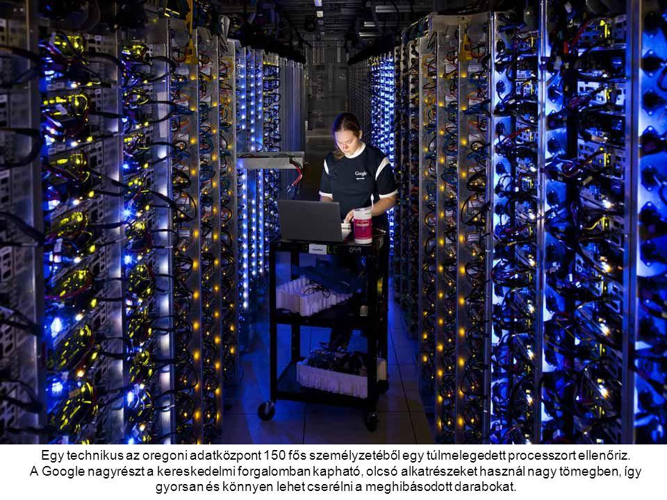 Egy technikus az oregoni adatközpont 150 fős személyzetéből egy túlmelegedett processzort ellenőriz.