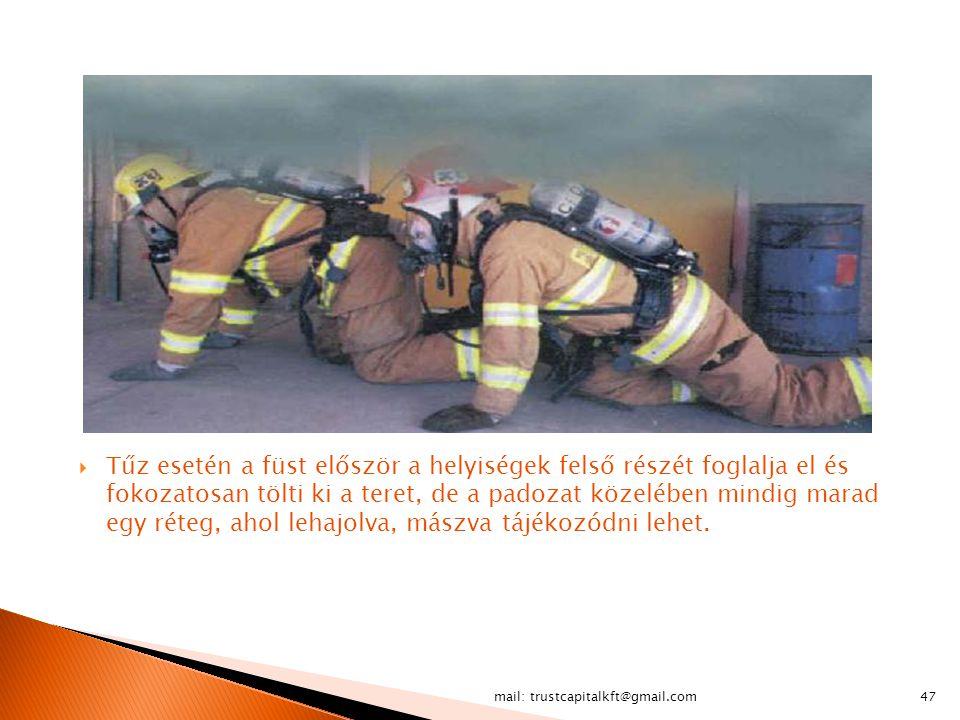 Tűz esetén a füst először a helyiségek felső részét foglalja el és fokozatosan tölti ki a teret, de a padozat közelében mindig marad egy réteg, ahol lehajolva, mászva tájékozódni lehet.