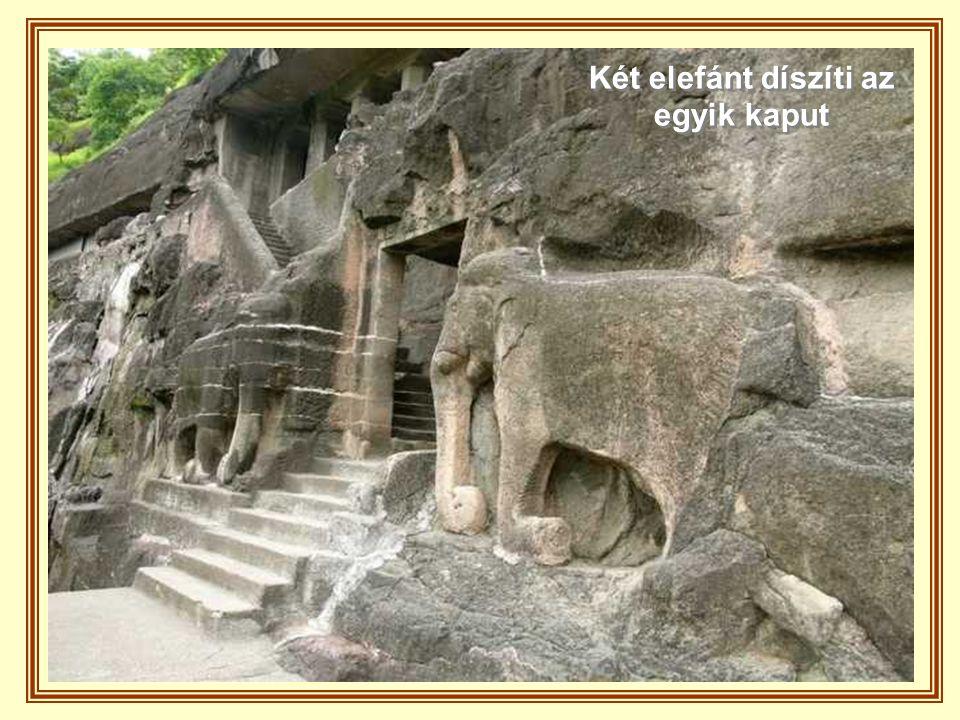 Két elefánt díszíti az egyik kaput