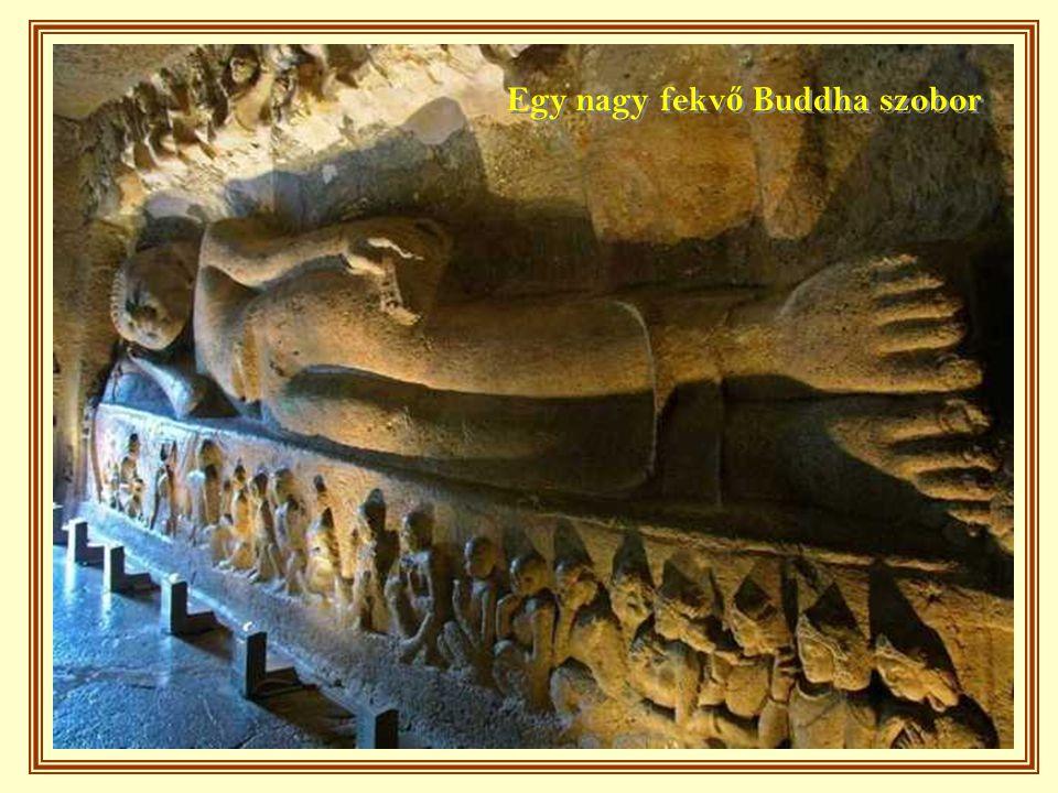 Egy nagy fekvő Buddha szobor