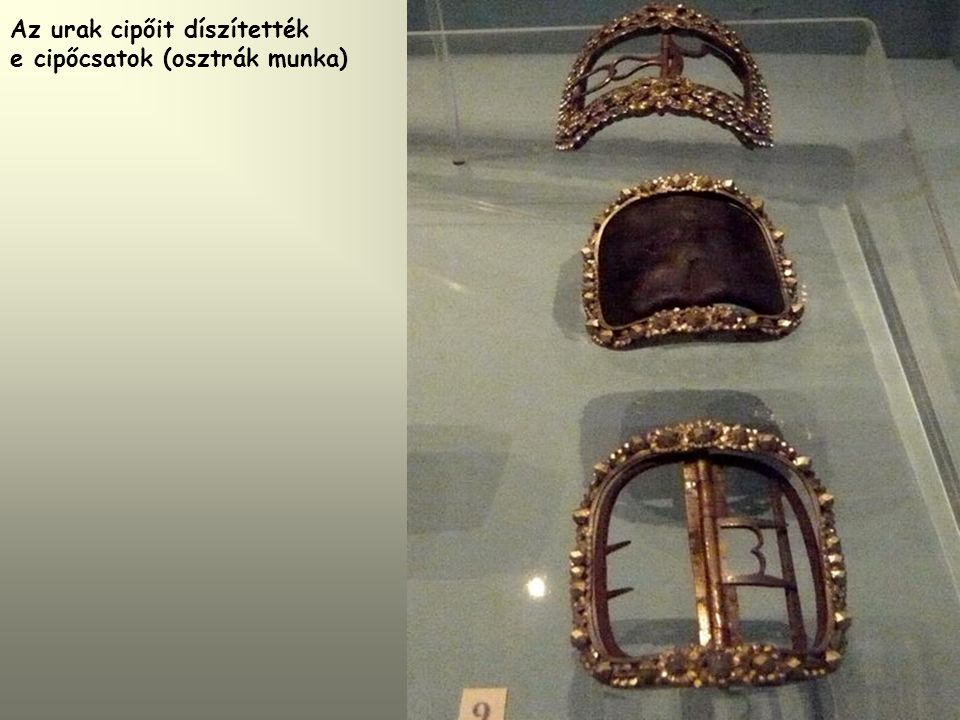 Az urak cipőit díszítették e cipőcsatok (osztrák munka)