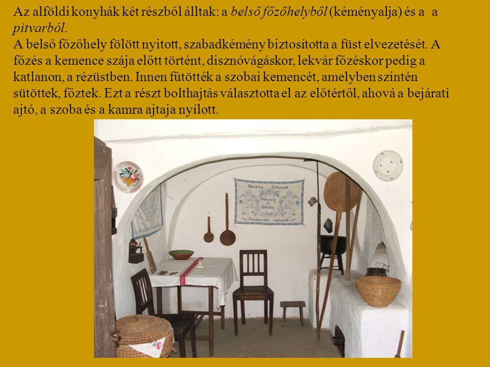 Az alföldi konyhák két részből álltak: a belső főzőhelyből (kéményalja) és a a pitvarból.