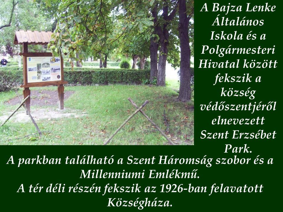 A parkban található a Szent Háromság szobor és a Millenniumi Emlékmű.