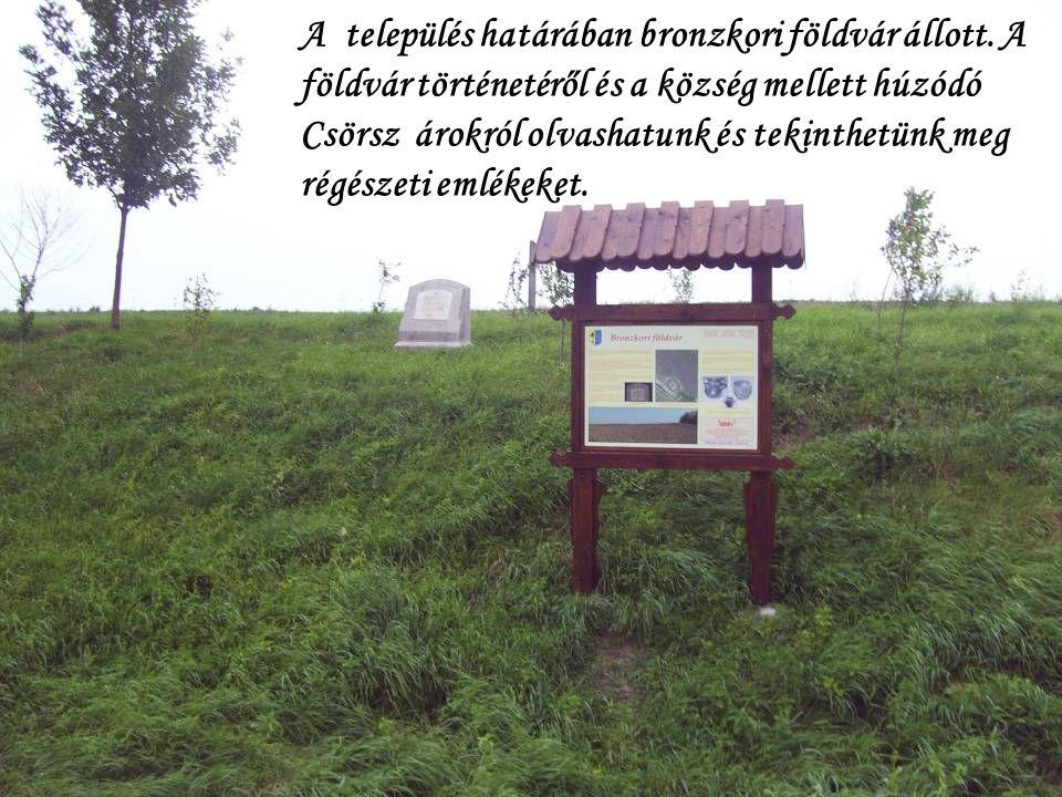 A település határában bronzkori földvár állott