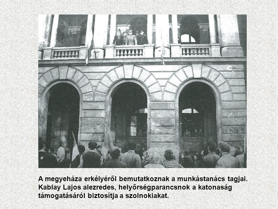A megyeháza erkélyéről bemutatkoznak a munkástanács tagjai.