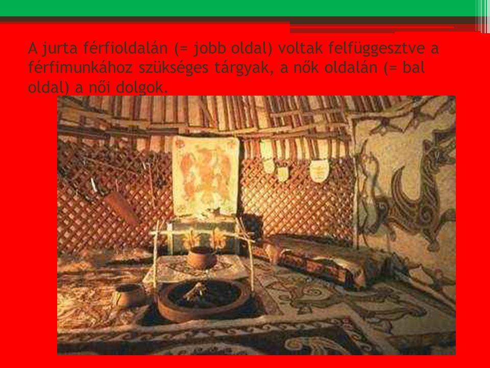 A jurta férfioldalán (= jobb oldal) voltak felfüggesztve a férfimunkához szükséges tárgyak, a nők oldalán (= bal oldal) a női dolgok.