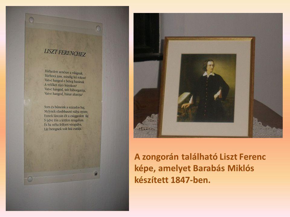 A zongorán található Liszt Ferenc képe, amelyet Barabás Miklós készített 1847-ben.