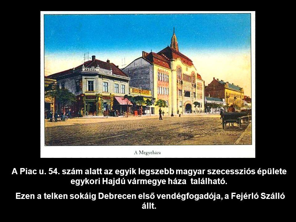 A Piac u. 54. szám alatt az egyik legszebb magyar szecessziós épülete egykori Hajdú vármegye háza található.