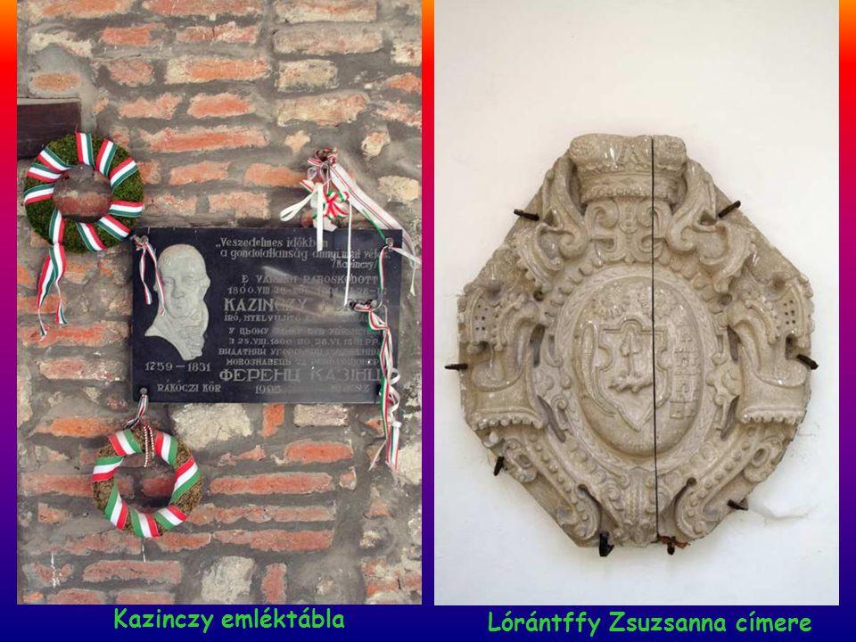 Kazinczy emléktábla Lórántffy Zsuzsanna címere