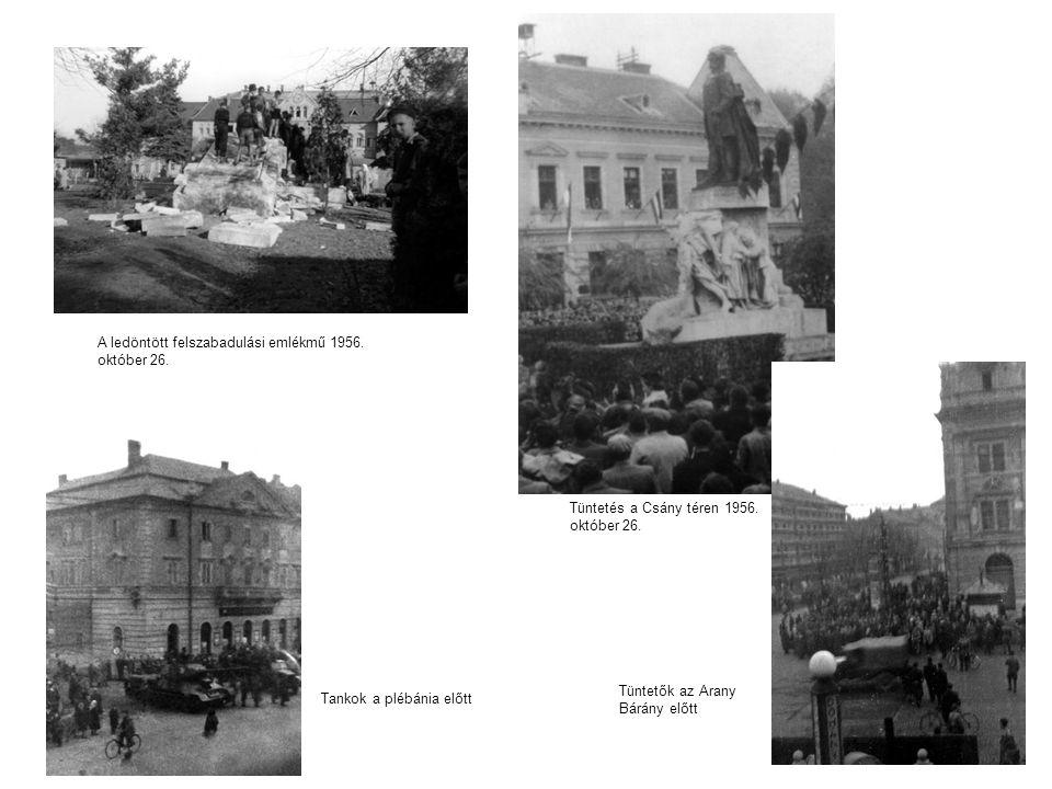 A ledöntött felszabadulási emlékmű 1956. október 26.