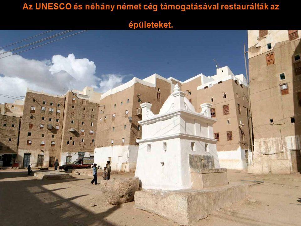 Az UNESCO és néhány német cég támogatásával restaurálták az épületeket.