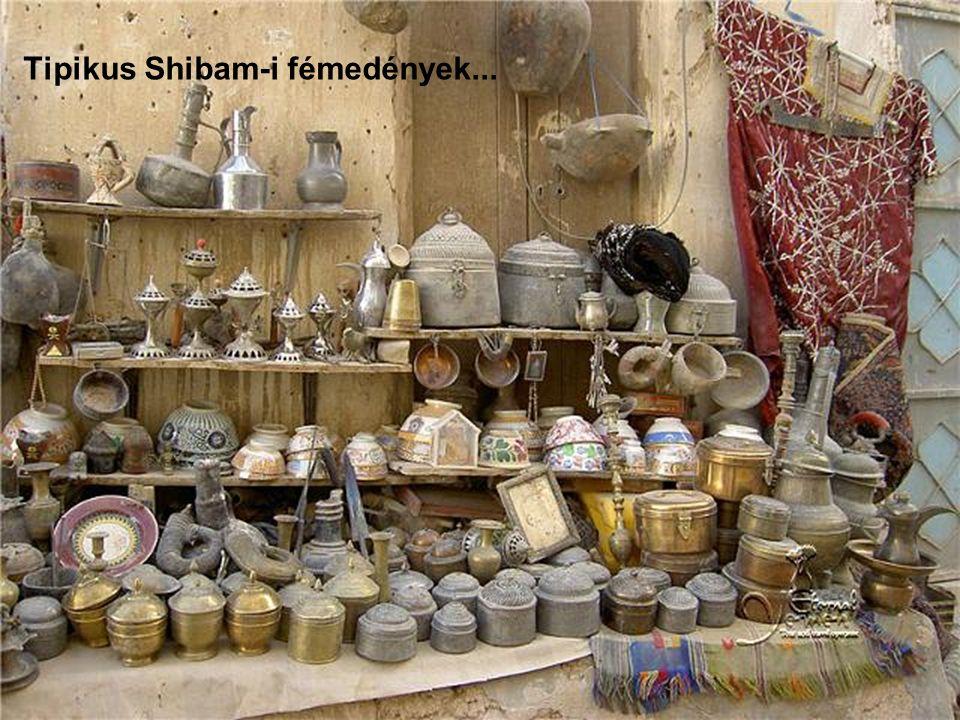Tipikus Shibam-i fémedények...