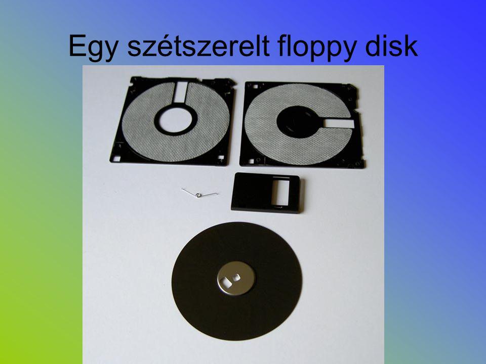 Egy szétszerelt floppy disk