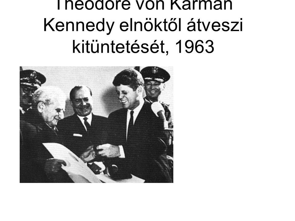 Theodore von Kármán Kennedy elnöktől átveszi kitüntetését, 1963