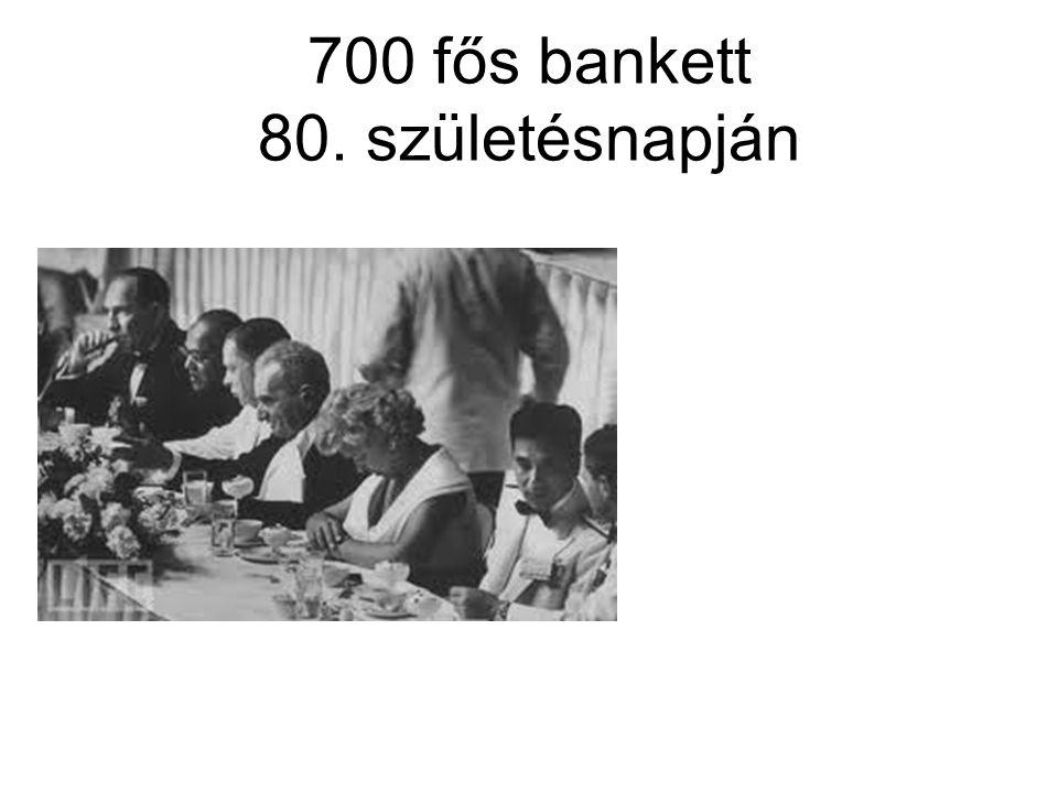 700 fős bankett 80. születésnapján