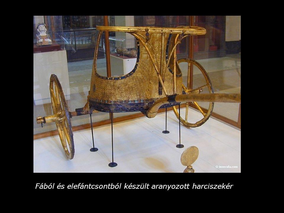 Fából és elefántcsontból készült aranyozott harciszekér