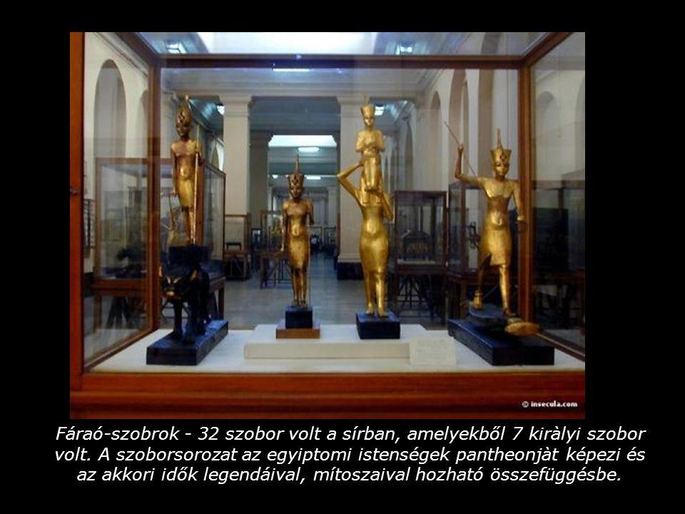 Fáraó-szobrok - 32 szobor volt a sírban, amelyekből 7 kiràlyi szobor volt.