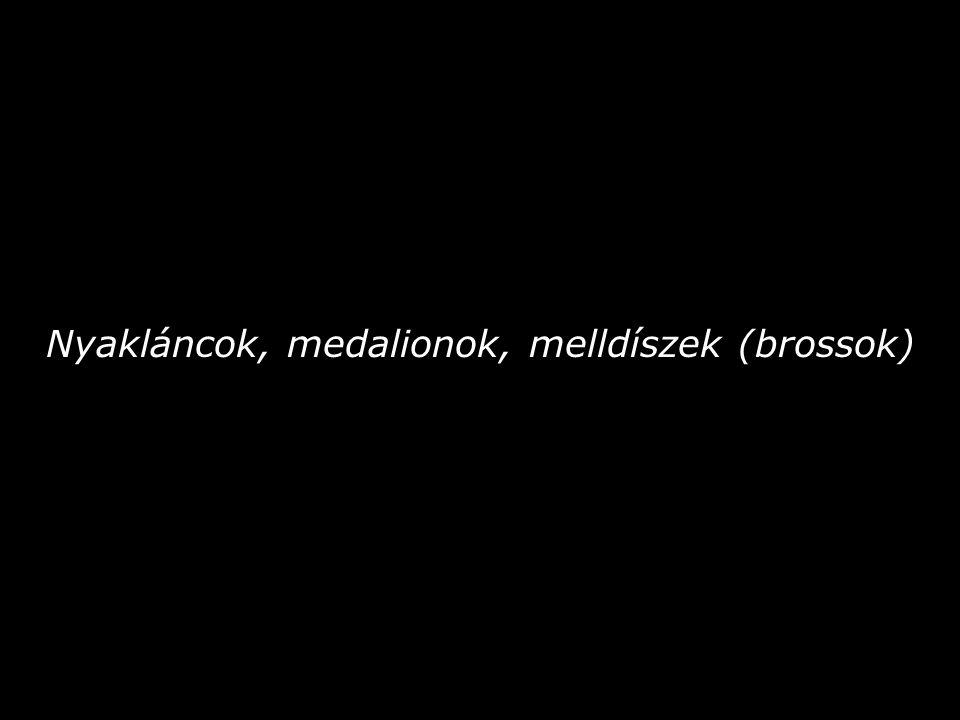 Nyakláncok, medalionok, melldíszek (brossok)