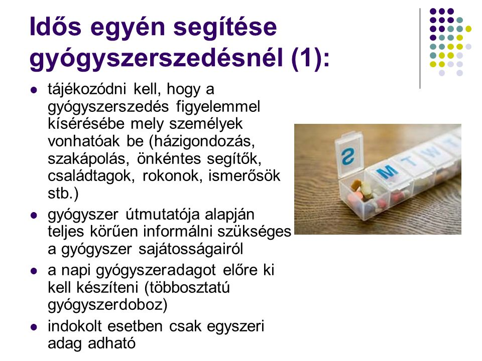 Idős egyén segítése gyógyszerszedésnél (1):