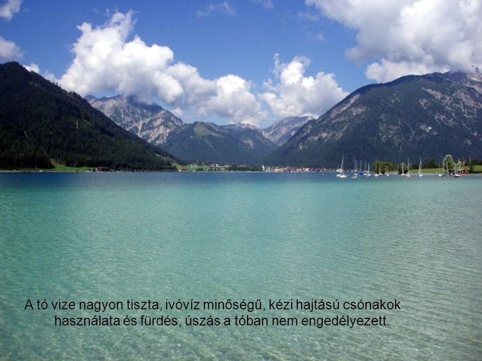 A tó vize nagyon tiszta, ivóvíz minőségű, kézi hajtású csónakok