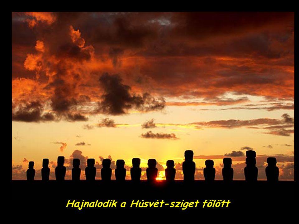 Hajnalodik a Húsvét-sziget fölött