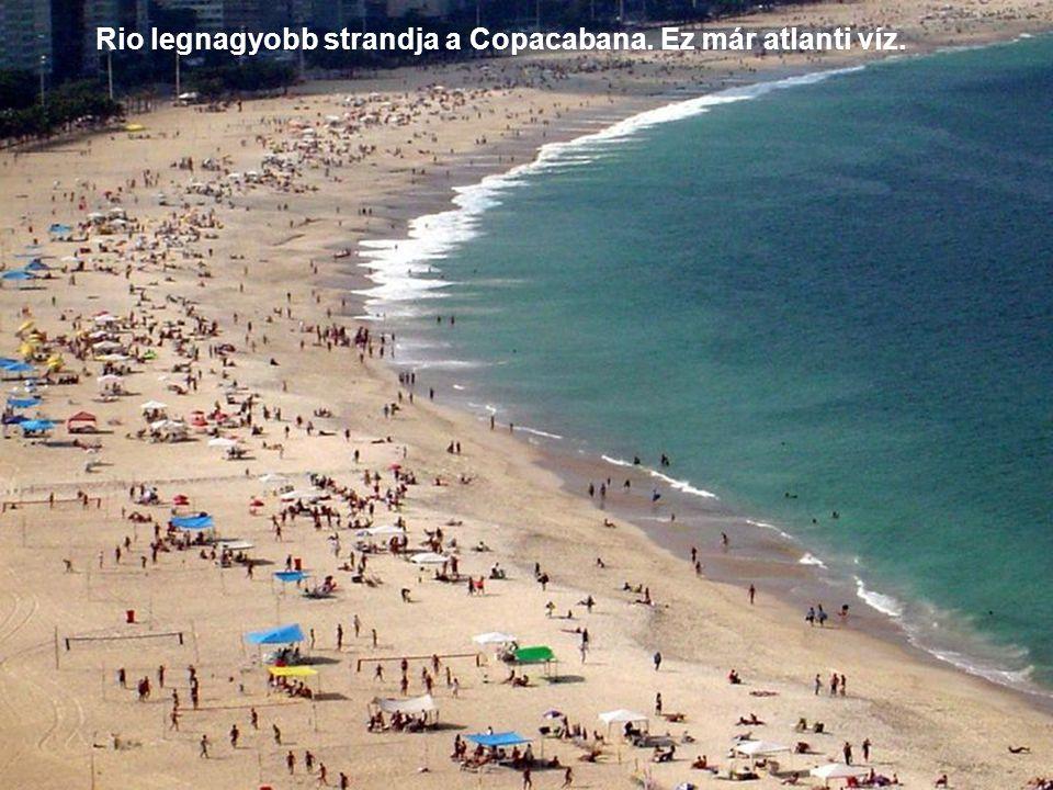 Rio legnagyobb strandja a Copacabana. Ez már atlanti víz.