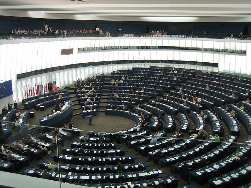 Intézmények: - Európai Parlament: