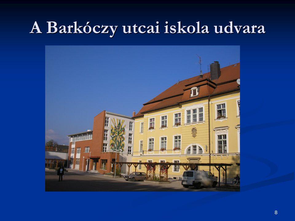 A Barkóczy utcai iskola udvara