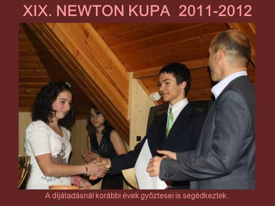 A díjátadásnál korábbi évek győztesei is segédkeztek.