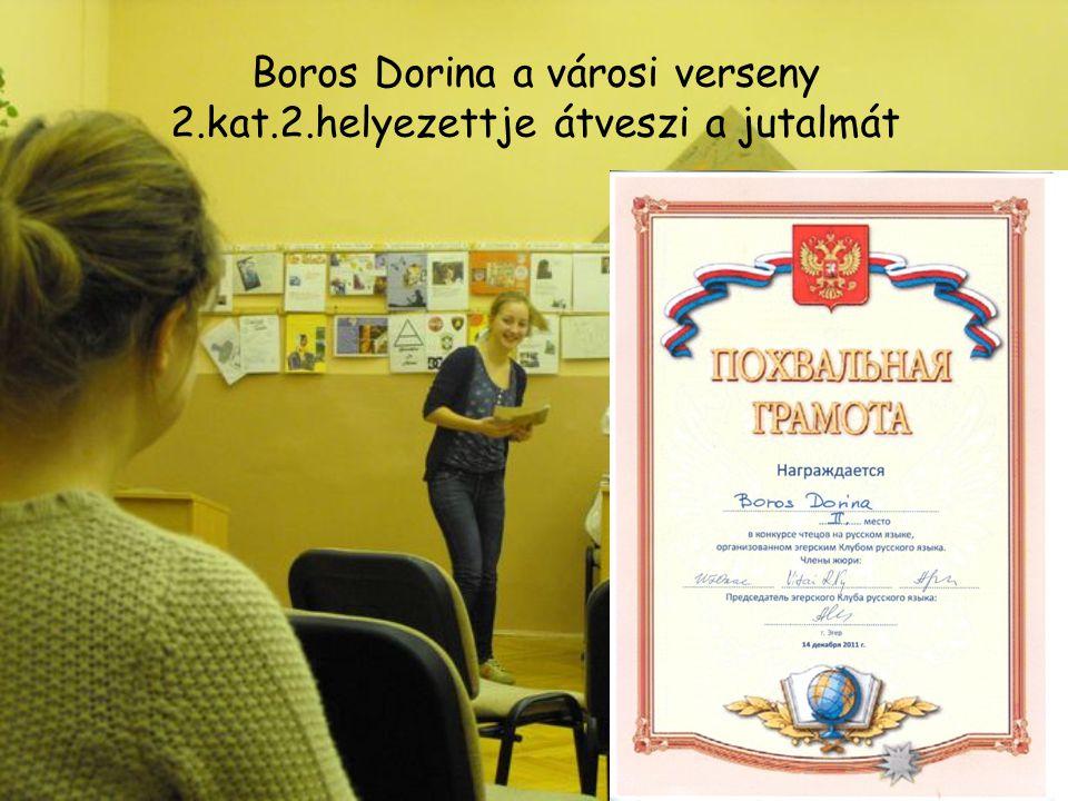 Boros Dorina a városi verseny 2.kat.2.helyezettje átveszi a jutalmát