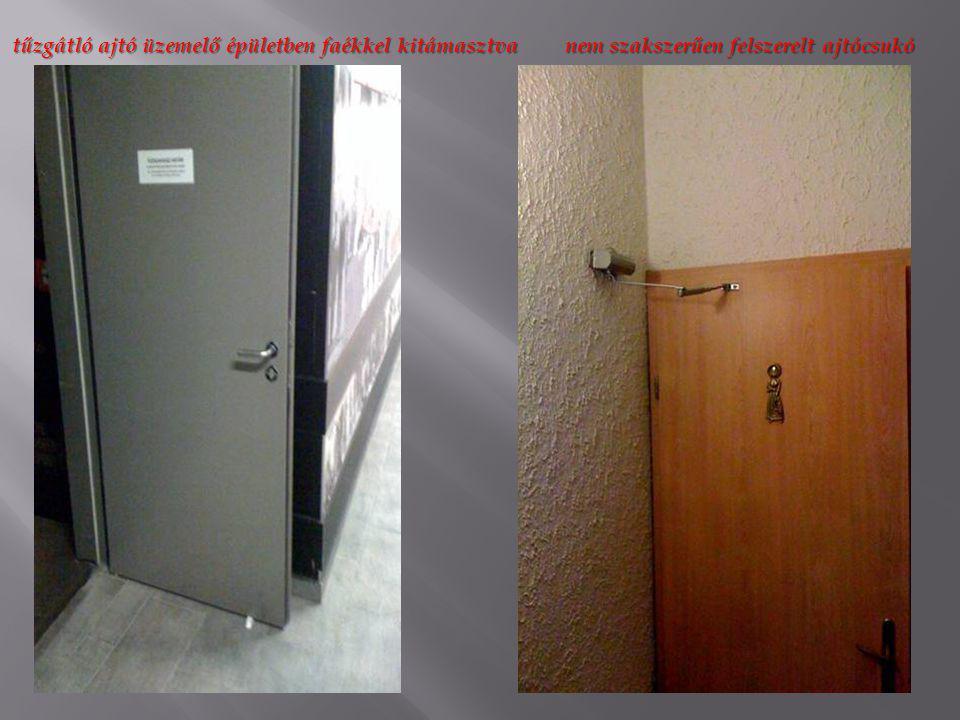 tűzgátló ajtó üzemelő épületben faékkel kitámasztva
