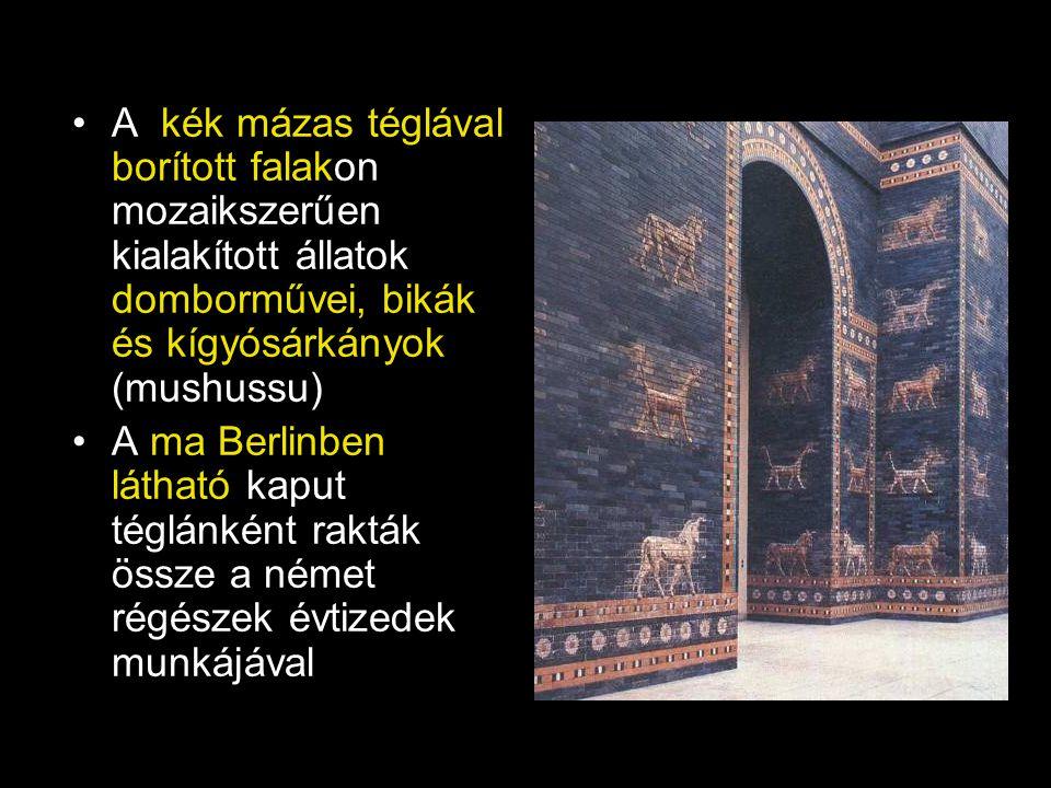 A kék mázas téglával borított falakon mozaikszerűen kialakított állatok domborművei, bikák és kígyósárkányok (mushussu)