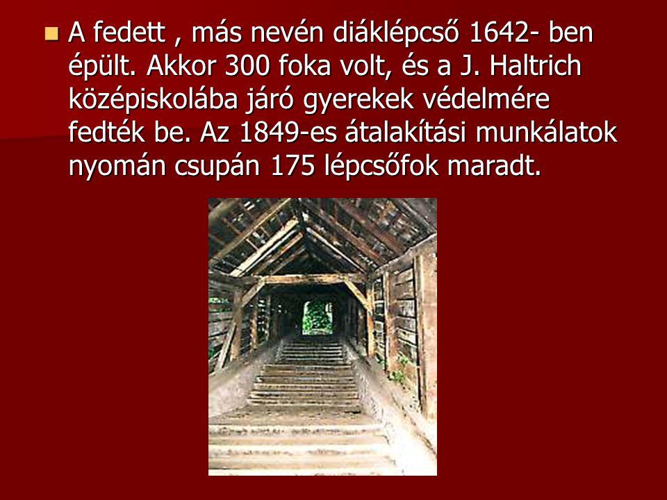 A fedett , más nevén diáklépcső 1642- ben épült