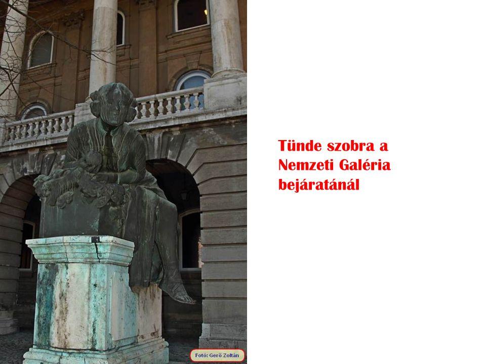 Tünde szobra a Nemzeti Galéria bejáratánál