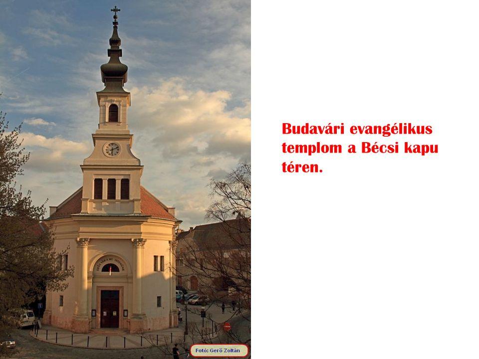 Budavári evangélikus templom a Bécsi kapu téren.