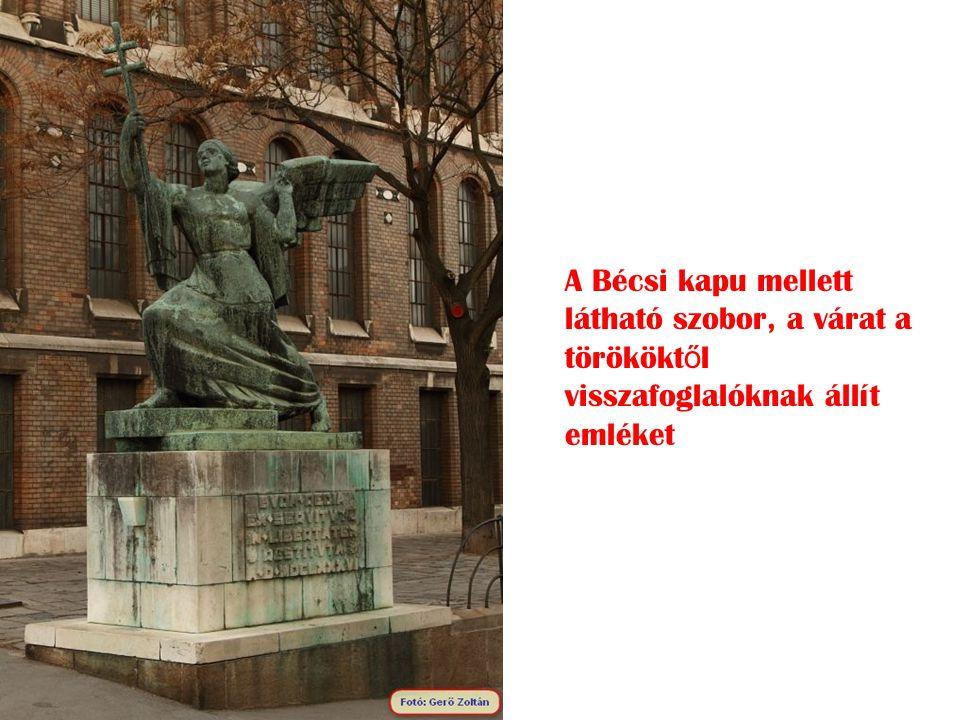 A Bécsi kapu mellett látható szobor, a várat a törököktől visszafoglalóknak állít emléket