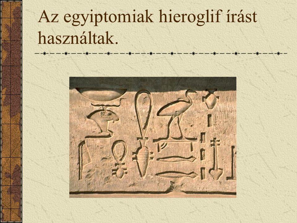 Az egyiptomiak hieroglif írást használtak.