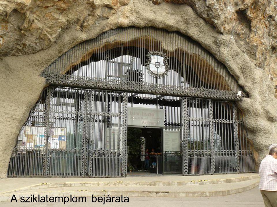 A sziklatemplom bejárata