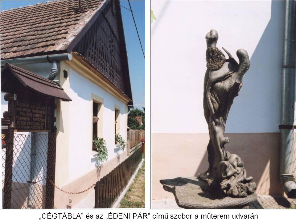 """""""CÉGTÁBLA és az """"ÉDENI PÁR című szobor a műterem udvarán"""