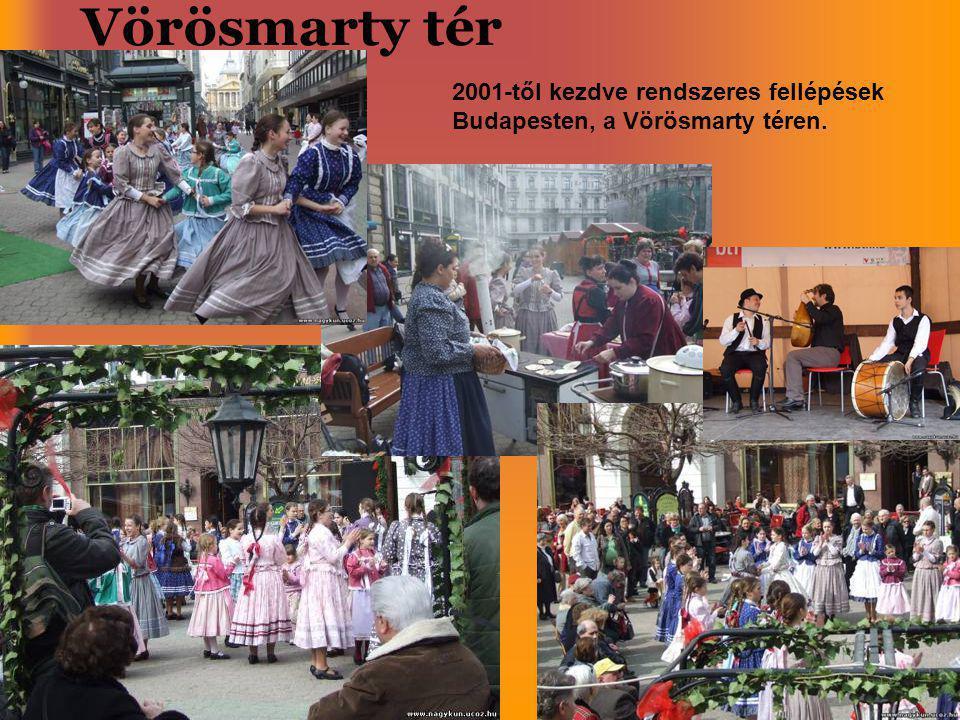 Vörösmarty tér 2001-től kezdve rendszeres fellépések Budapesten, a Vörösmarty téren.