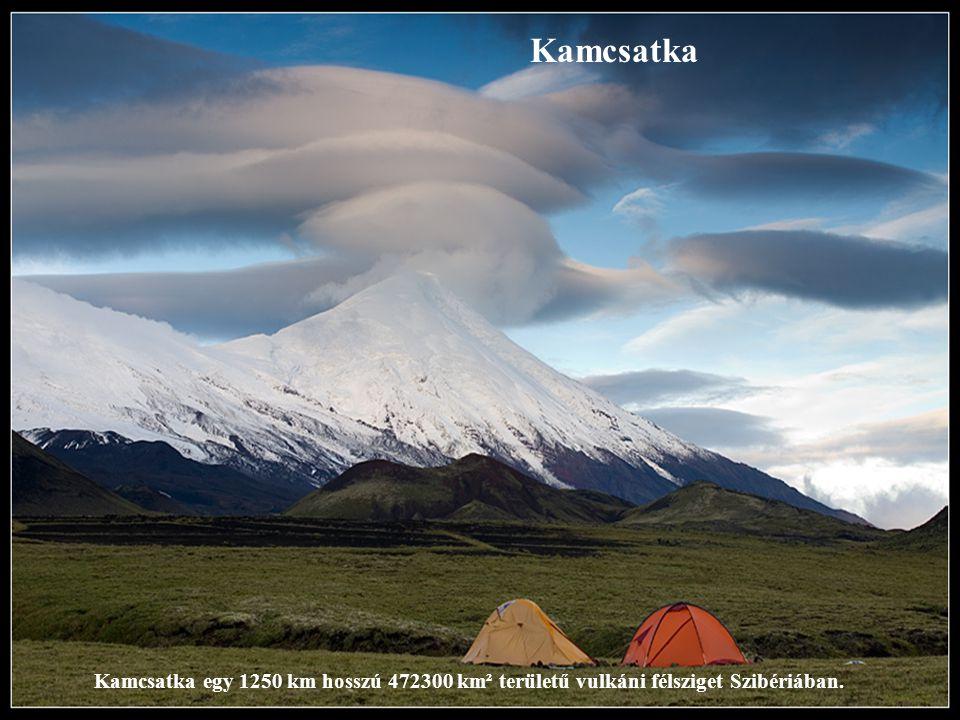 Kamcsatka Kamcsatka egy 1250 km hosszú 472300 km² területű vulkáni félsziget Szibériában.
