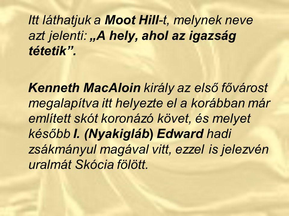 """Itt láthatjuk a Moot Hill-t, melynek neve azt jelenti: """"A hely, ahol az igazság tétetik ."""