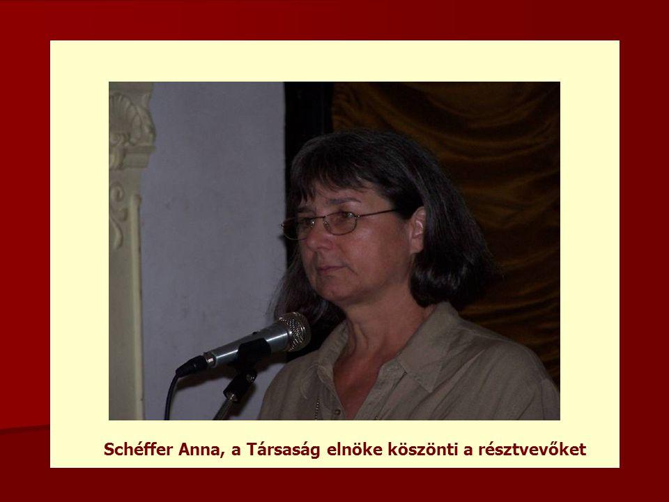 Schéffer Anna, a Társaság elnöke köszönti a résztvevőket