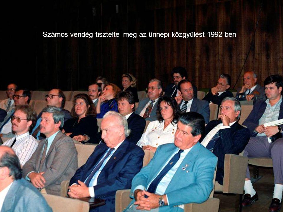 Számos vendég tisztelte meg az ünnepi közgyűlést 1992-ben