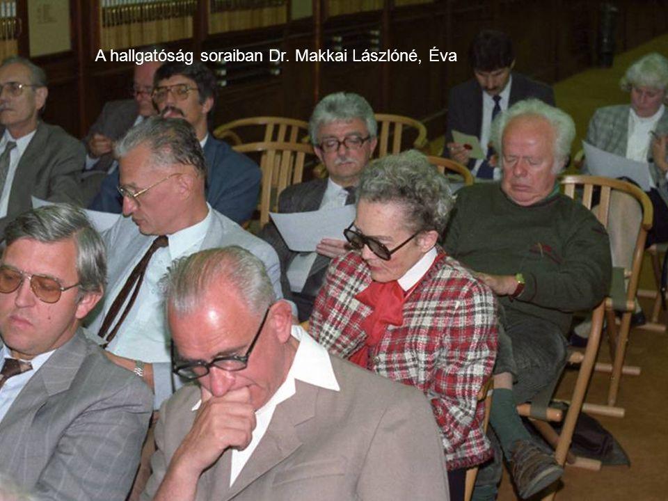 A hallgatóság soraiban Dr. Makkai Lászlóné, Éva