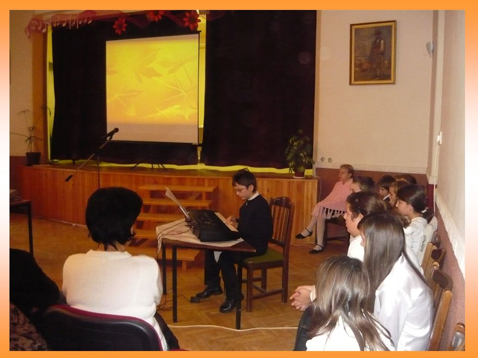 Üdvözölhettük az intézmények munkatársait, a Besenyszögért alapítvány önkéntes segítőit, a szereplő diákok szüleit.
