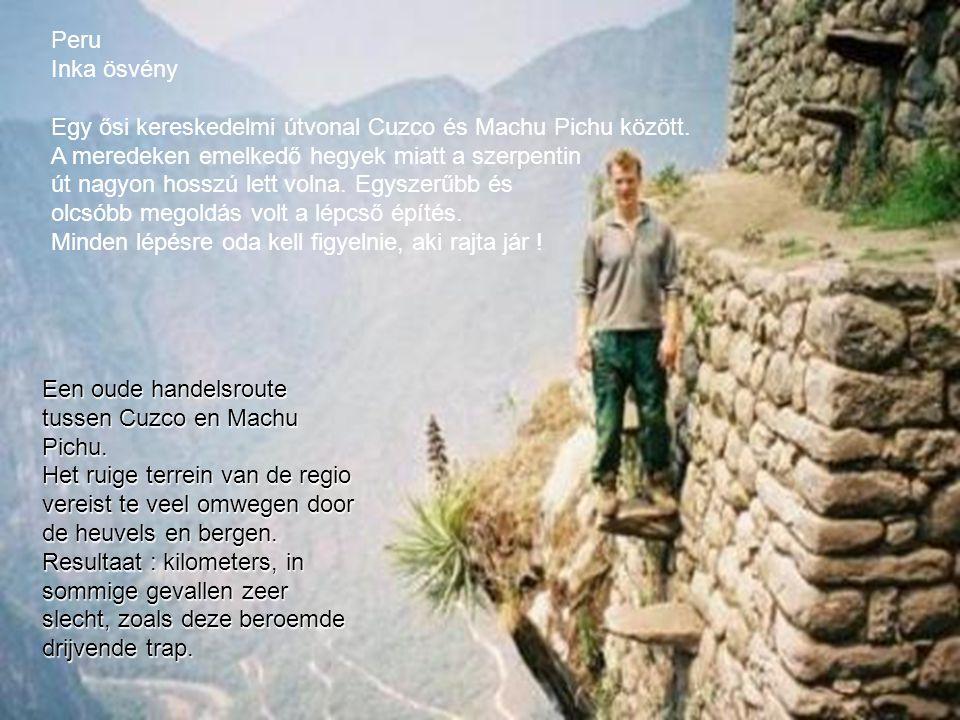 Peru Inka ösvény. Egy ősi kereskedelmi útvonal Cuzco és Machu Pichu között. A meredeken emelkedő hegyek miatt a szerpentin.