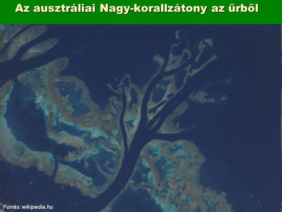 Az ausztráliai Nagy-korallzátony az űrből