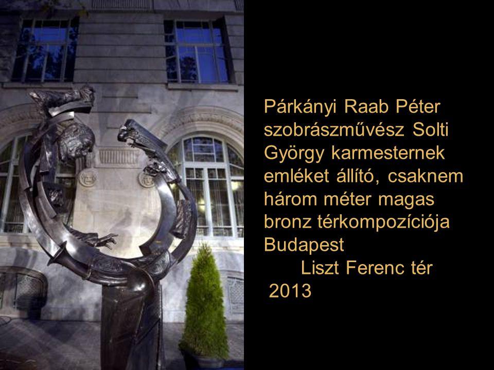 Párkányi Raab Péter szobrászművész Solti György karmesternek emléket állító, csaknem három méter magas bronz térkompozíciója